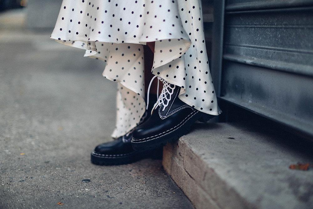 Summer-white and the Ganni polka-dot dress by Charlotte Groeneveld Thefashionguitar