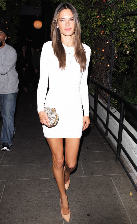 Alessandra Ambrosio carries an 5 Interesting Facts About Alexander Mcqueen Union Jack Skull Clutch to her birthday party in LA (3)