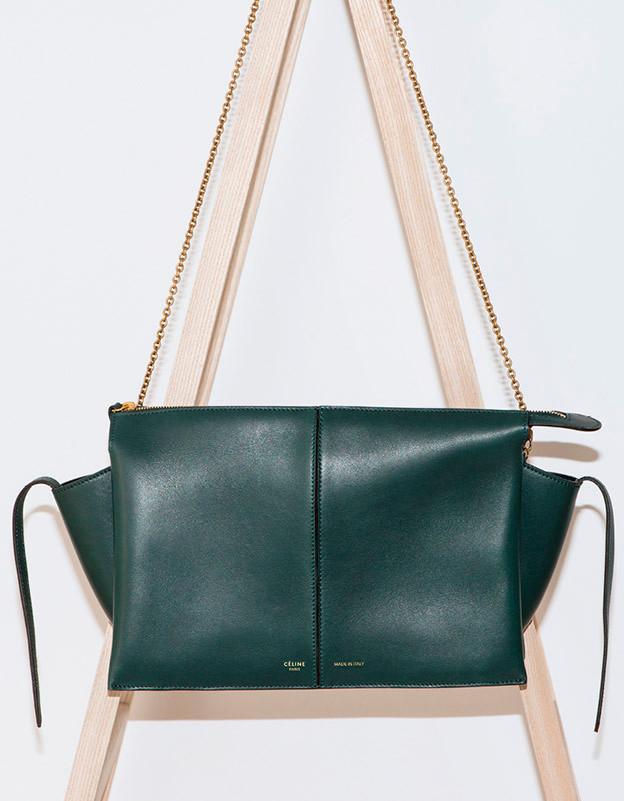 Celine Clutch On Chain Tri-Fold Shoulder Bag In Supple Natural Calfskin Style code: 180513AHL.31ER Price: $2000 USD, €1500 euro, £1400 GBP, $2800 SGD, $17000 HKD, ¥235000 JPY